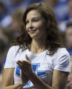I applaud Ashley Judd for standing up to online trolls.